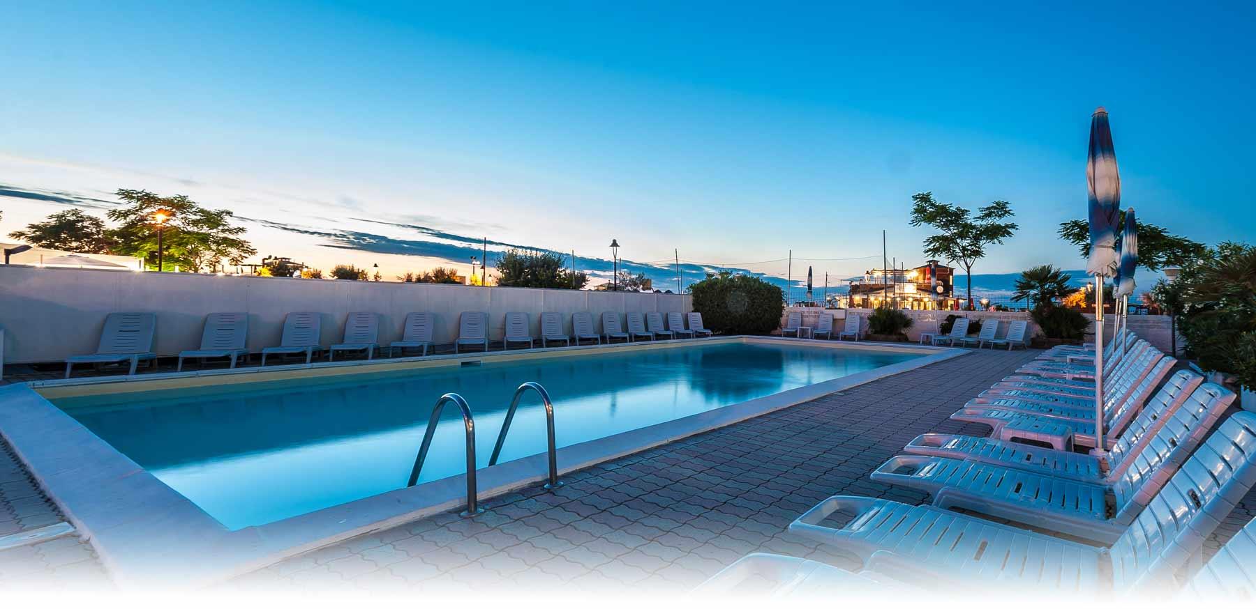 Piscina a rimini alberghi con piscina a rimini san giuliano hotel corinna - Hotel con piscina a rimini ...